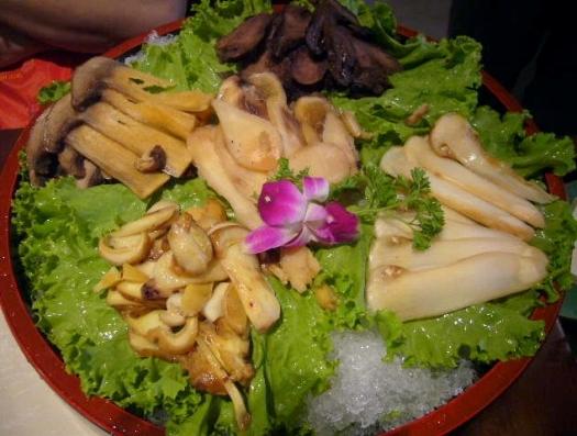 中国青島のきのこ鍋のお店