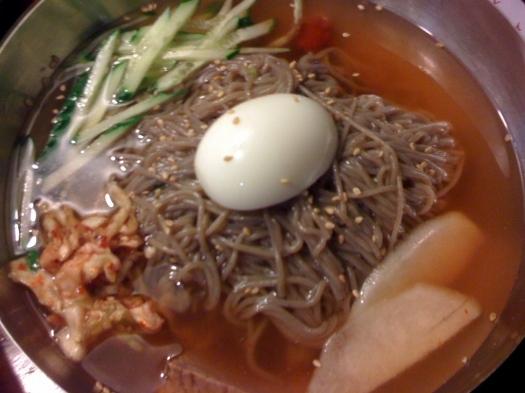 青島の焼肉屋「火炉情」の冷麺。