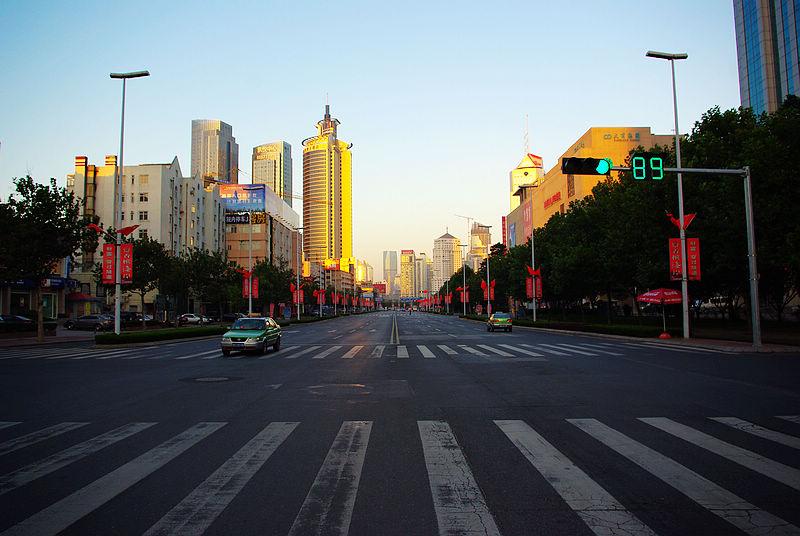 早朝のメインストリート「香港中路」