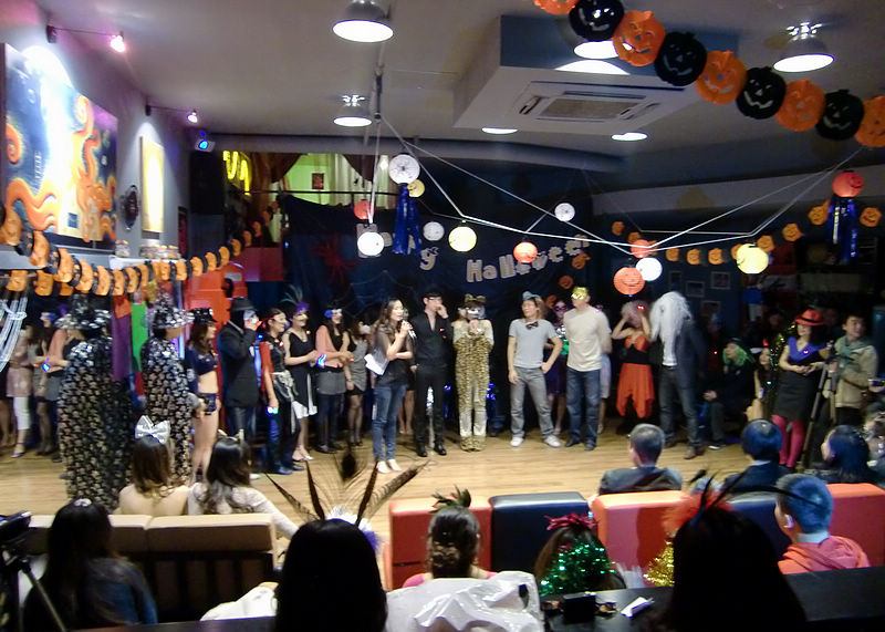 中国青島のあるところのハロウィンパーティ