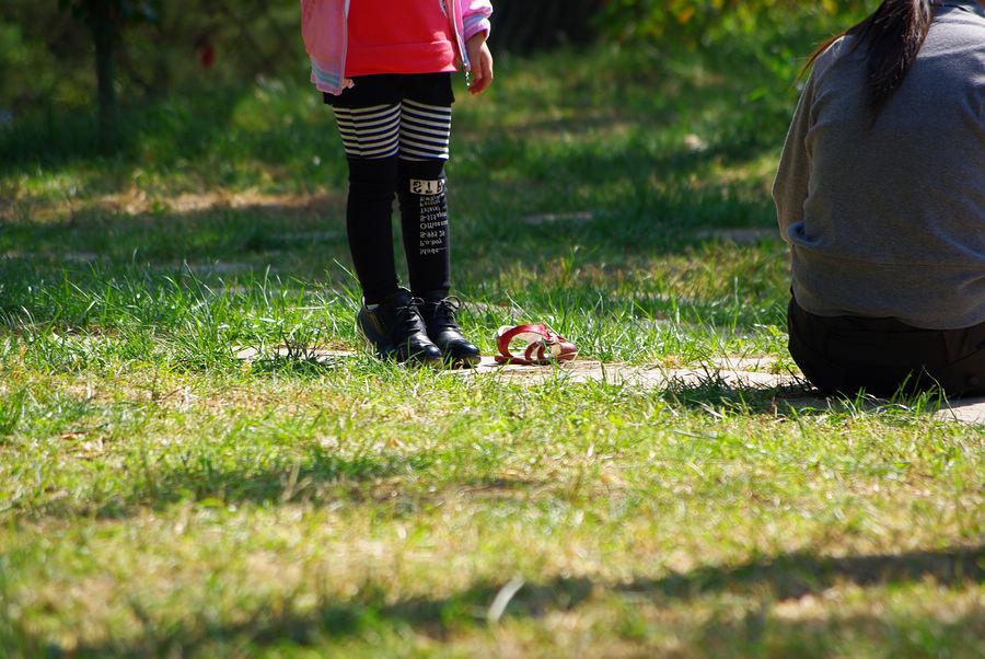 大きな靴と赤い靴。青島の中山公園。