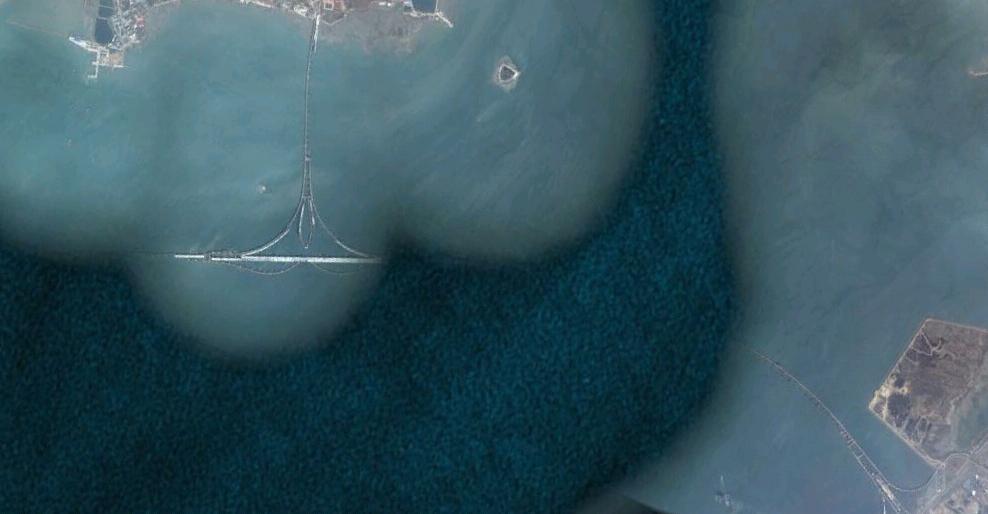 グーグルアースでみた未完成の青島海湾大橋