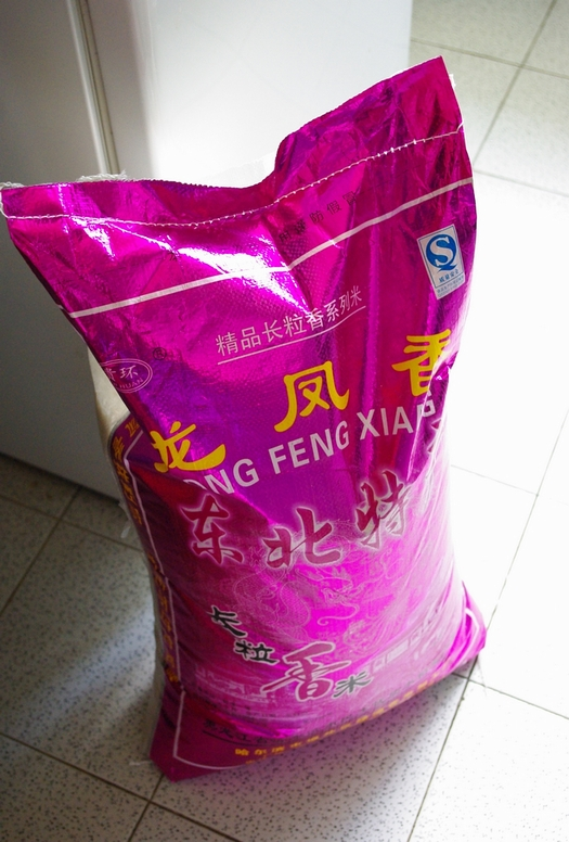 ハルピンのお米。25kgで145元(1900円)