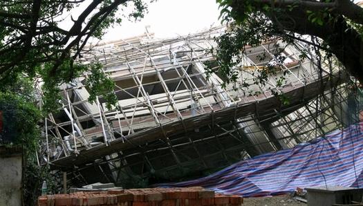広東省珠海で倒壊した違法建築マンション