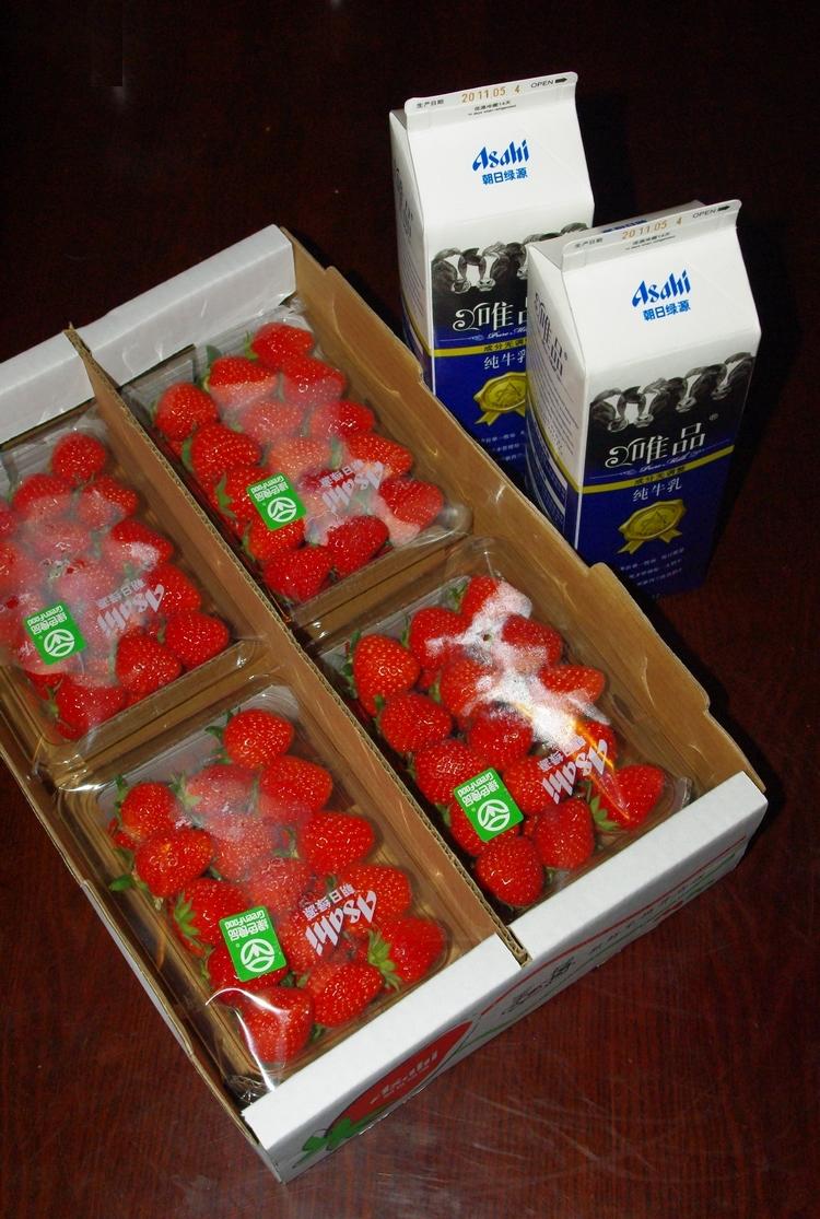 朝日緑源の牛乳「唯品」と、いちご「美苺」