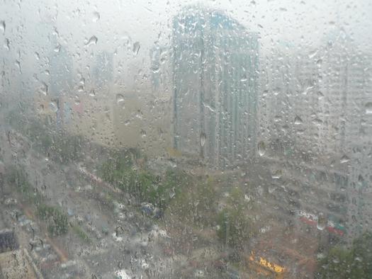 雨の日曜日の青島